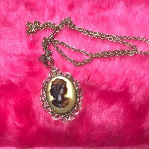 Vtg Goldtone Chain with Cameo Pendant